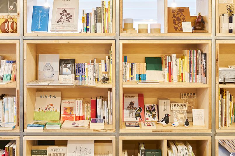 museum shop T 地域の文化と本のあるお店
